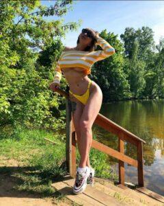 Слив Виктории Лисковой в купальнике